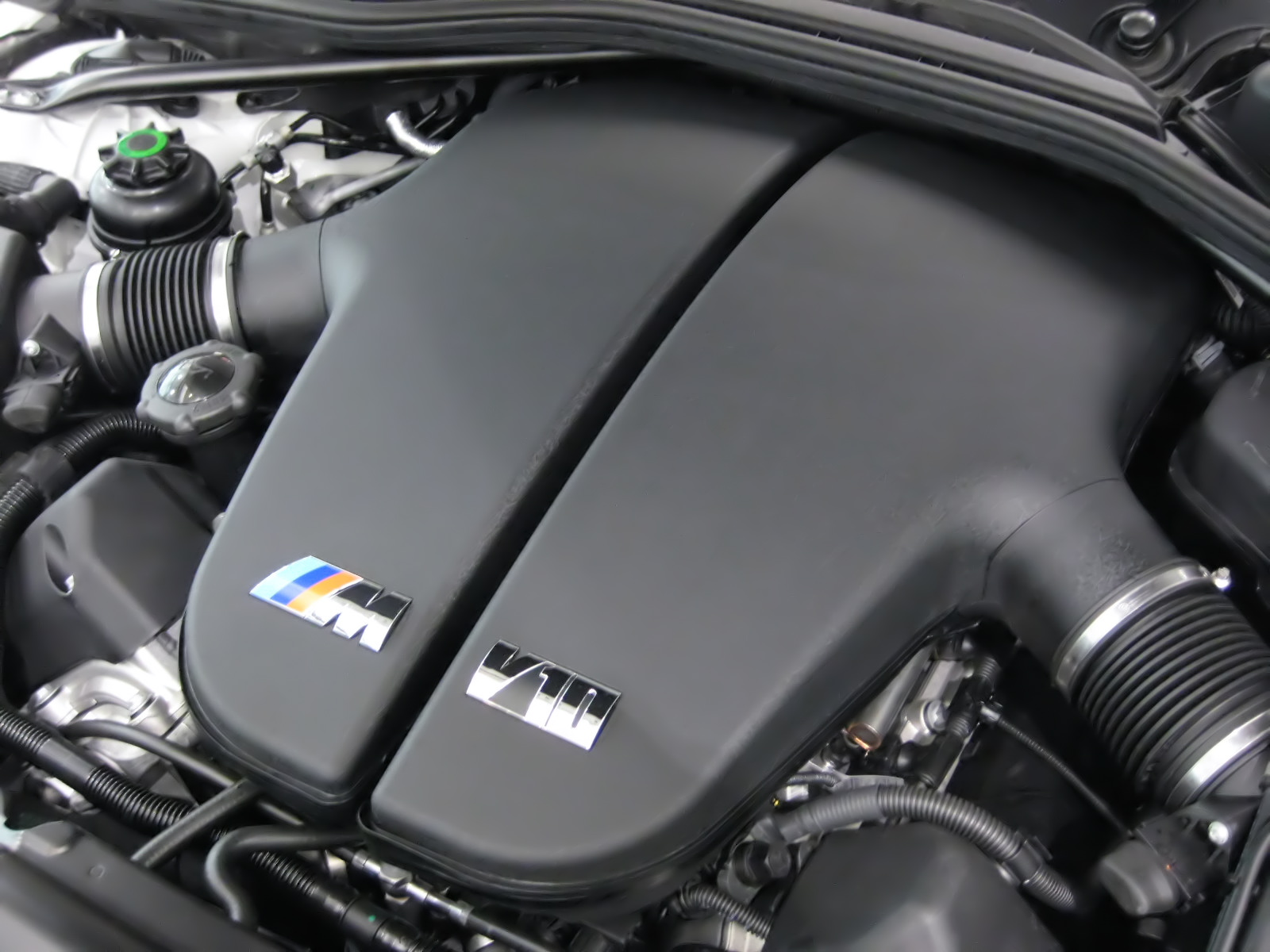 bmw_s85b50_engine