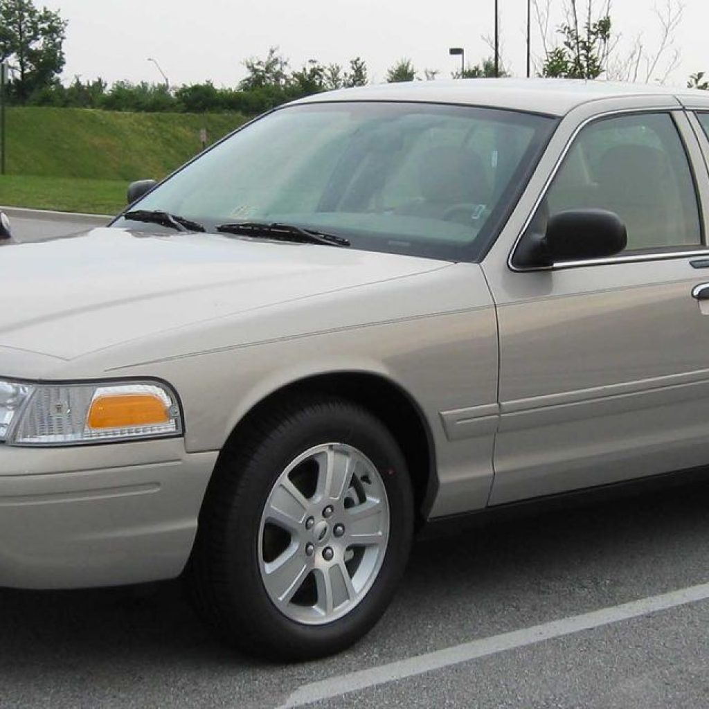 ford crown victoria oil capacity